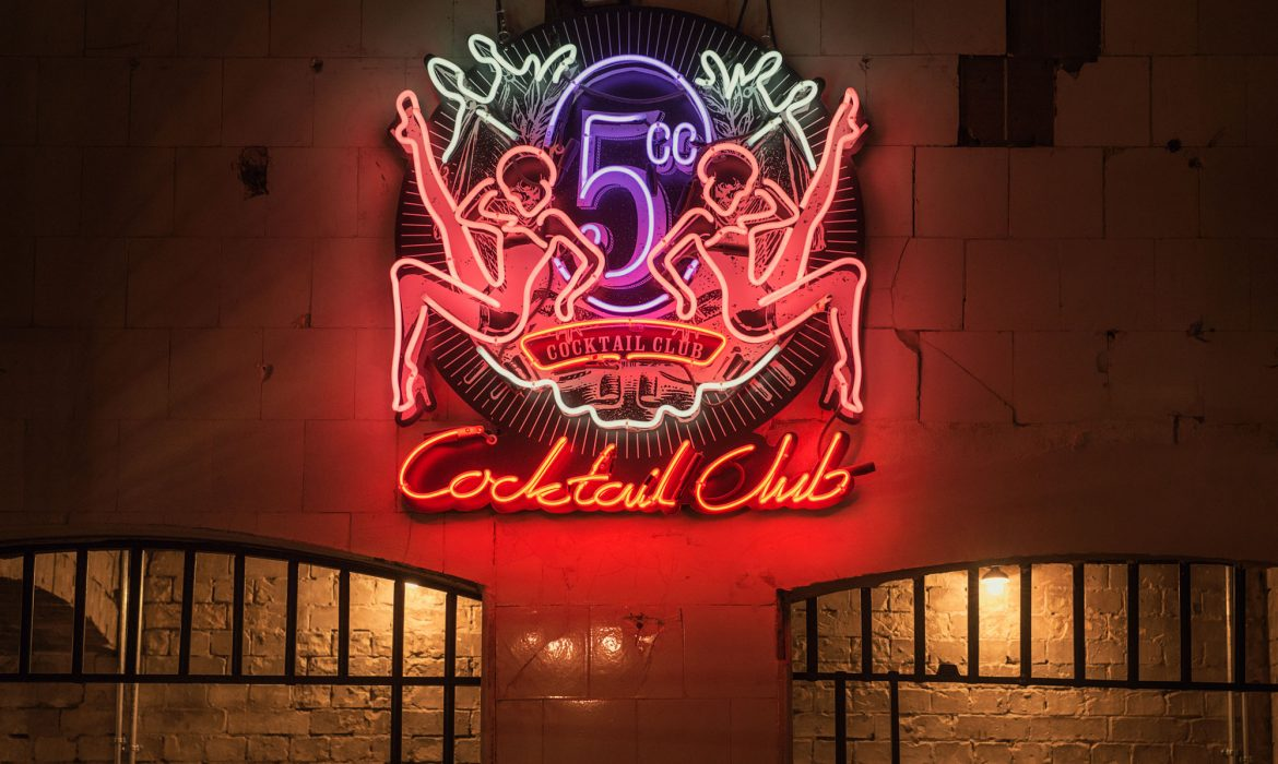 5cc London neon sign
