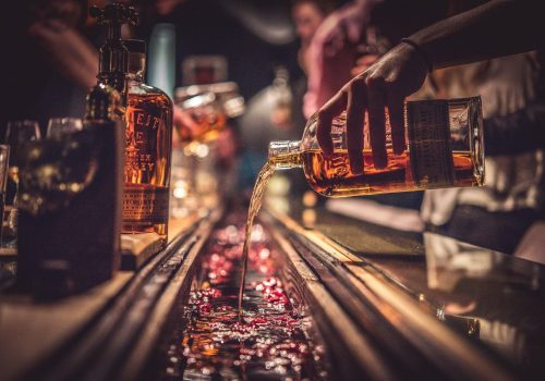 Black Rock - Whisky Pouring